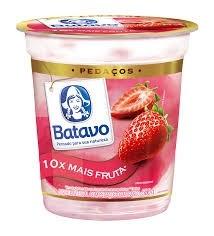 Iogurte Com Pedaços da Fruta Batavo Sabor Morango 500g